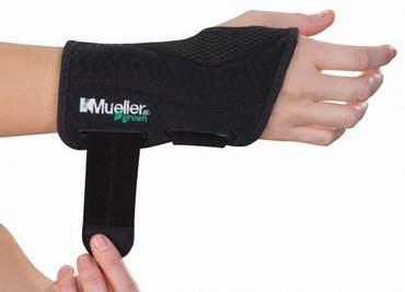 Mueller Green Fitted Wrist Brace Right S/M 86271ML